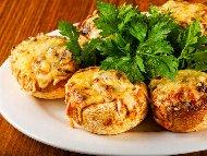 Пълнени гъби печурки с картофено пюре, кашкавал и майонеза